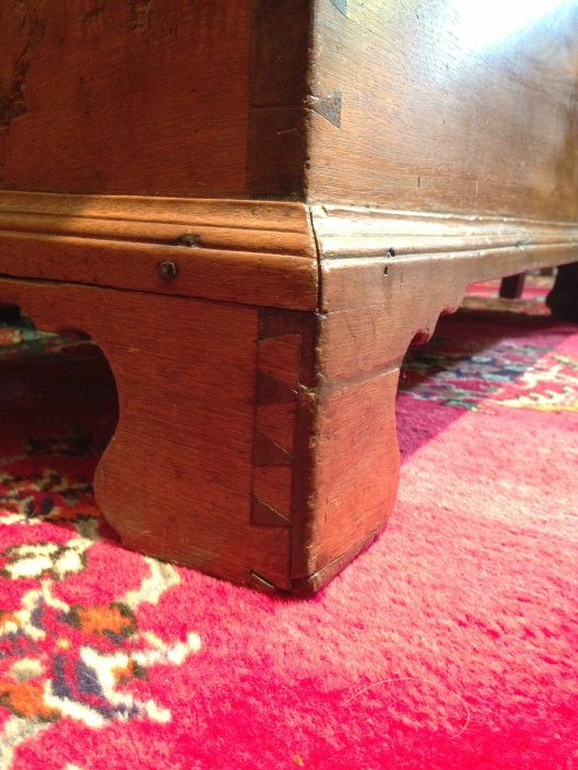 Bracket feet or plinth with dovetails.