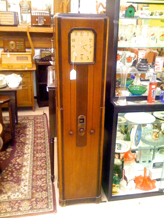 The Deco clock radio of my dreams. Won't somebody buy it for me?