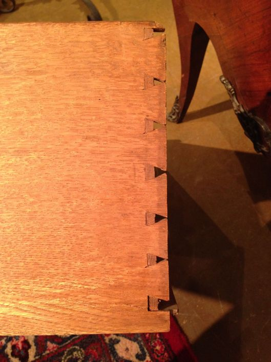 Half missing dovetail. Any explanations?
