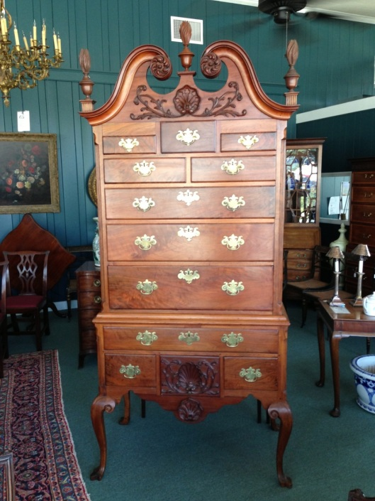 Click here to see all 92 pictures from the really nice antiques shop.