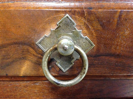 They don't make ring pulls like this anymore. Ring doesn't seem to have a constant cross section.