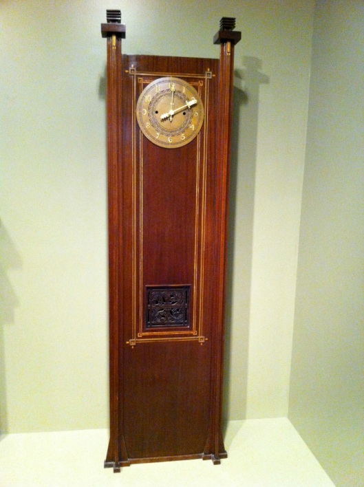 A nice clock. Not too old but old enough.