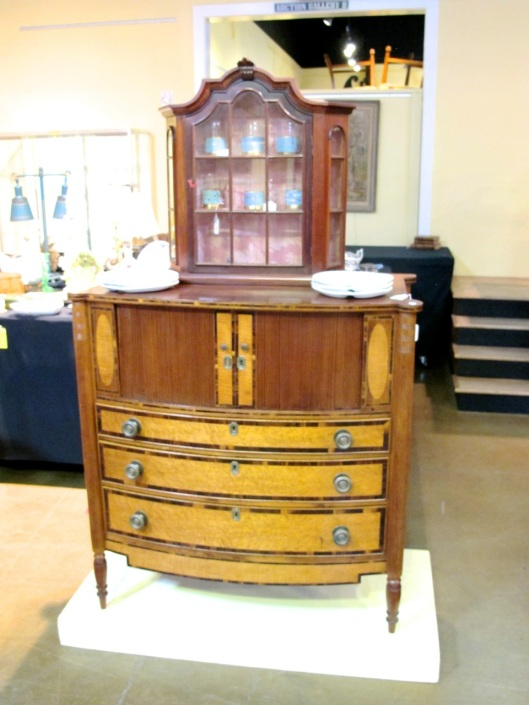 Small cabinet on top is not part of the chest.