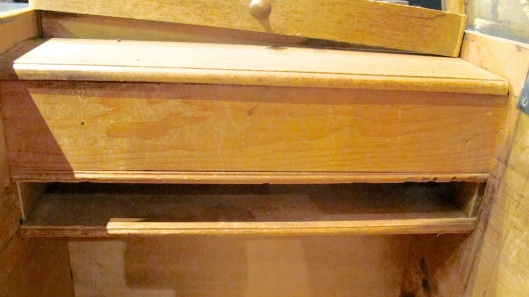 No drawer but still storage.