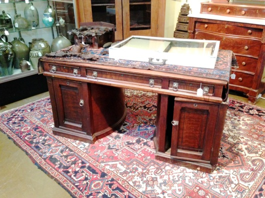 One of style of the Rotary desk.