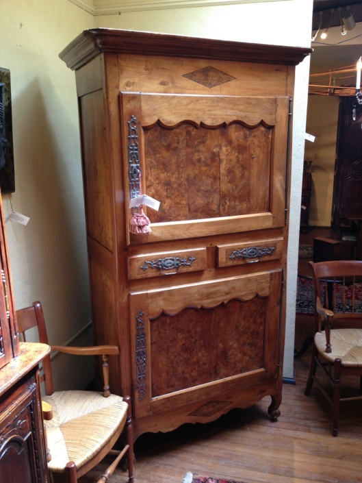 Press or armoire?
