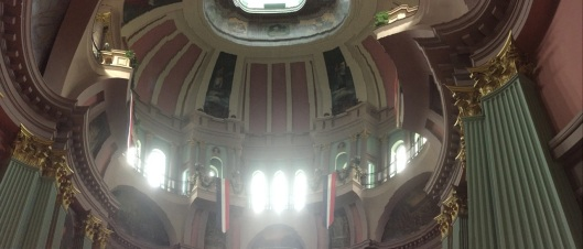 A semi-successful panoramic picture of the interior of the dome.
