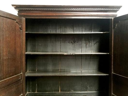 Bookshelf with fixed shelves.