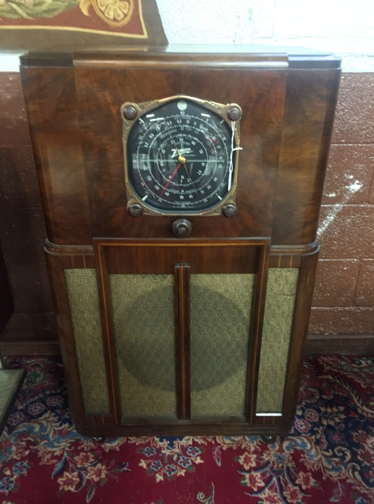 1937 Zenith 12U158 Floor Model Radio